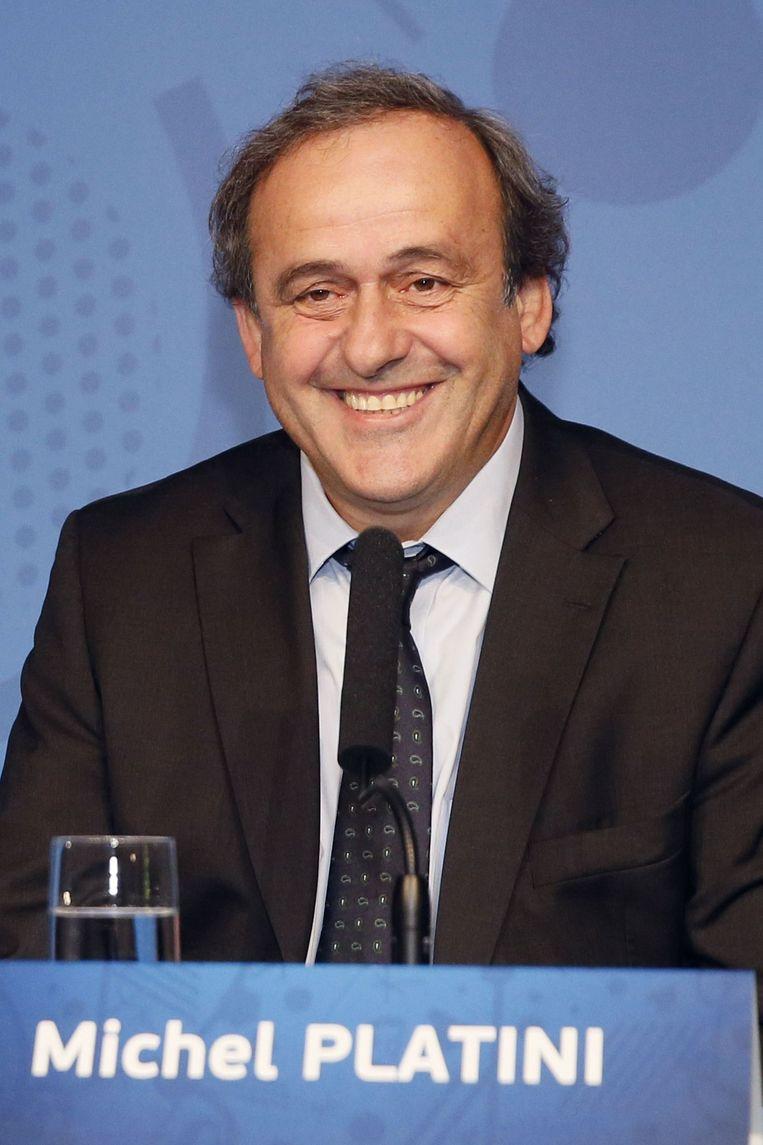 UEFA-voorzitter Michel Platini zou volgens de Spaanse krant AS zijn gestopt met dralen en zich hebben opgeworpen als kandidaat. Beeld anp