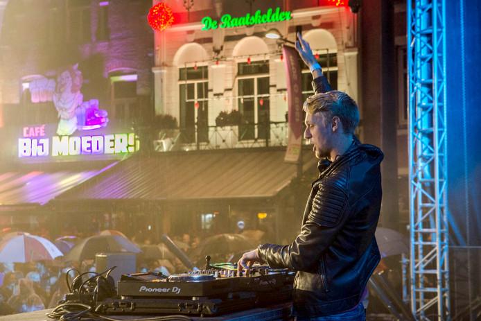 Afsluiting van Roosenkleuirg festival met DJ Seaze op de Markt Foto Evy van Nispen.
