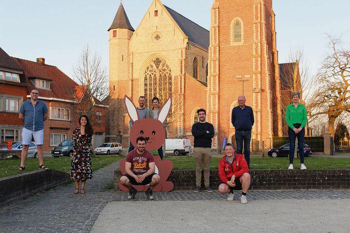 De ploeg van Steevenement met de paashaas op het Stee.