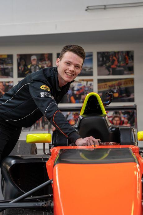 Autoracer Rik (16) krijgt gedroomd stoeltje in Spaanse Formule 4: 'De titel, voor minder doe ik 't niet'