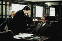 Scene van Murder on the Orient express met Albert Finney (midden) in de huid van Hercule Poirot. Je herkent ook Sean Connery als Colonel Arbuthnott.
