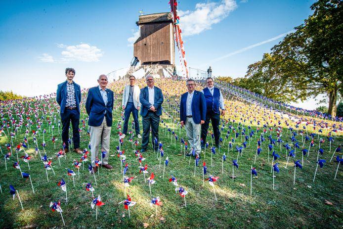 Voor de 250ste verjaardag van de Sint-Janshuismolen werd de omgeving versierd.