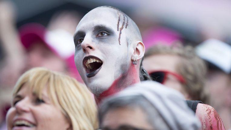 Een fan in het publiek bij Rammstein tijdens de tweede dag van Pinkpop. Beeld anp
