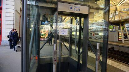 """Liften in station Leuven zijn verlost van 'kinderziektes'. """"Maar op nieuwe roltrappen is het nog 2 jaar wachten"""""""