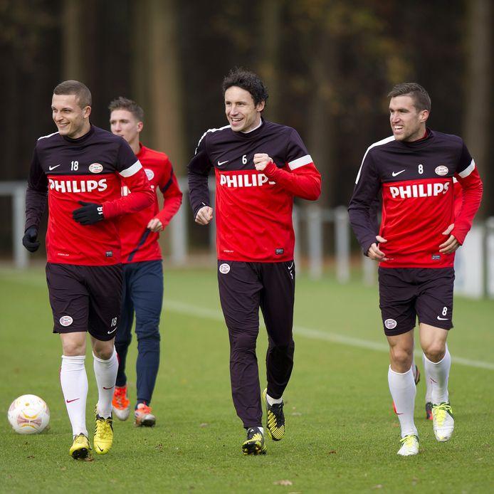 In het Phillips Stadion leerde Strootman met Mark van Bommel op het middenveld de kneepjes van het vak.