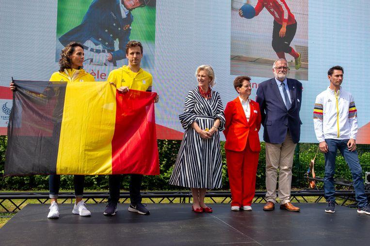 Olek Kazimirowski (rechts, leider van de Belgische delegatie op de Paralympische Spelen in Tokio). Beeld BELGA