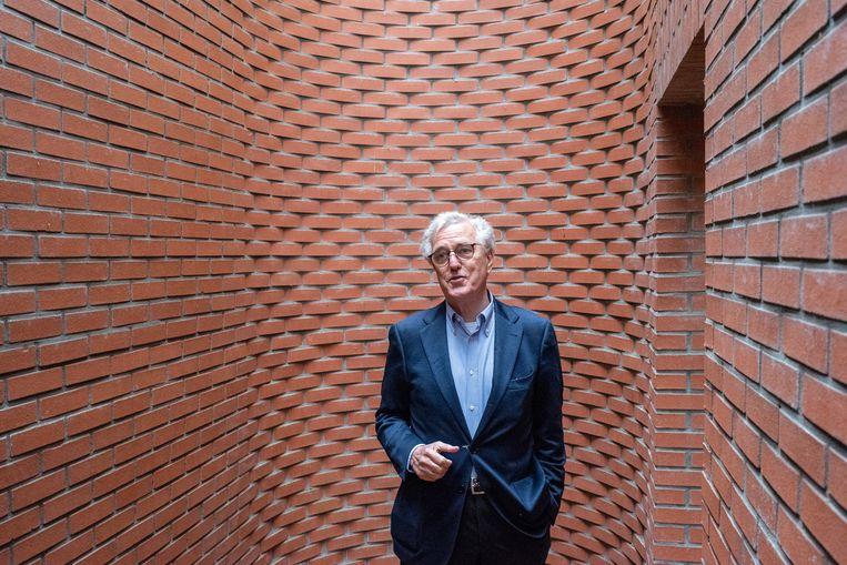 Als je het naamloze paviljoen inloopt van de Deense kunstenaar Per Kirkeby, ben je opeens weg uit de natuur. Het doolhofje van 4 bij 8 meter en 4 meter hoog valt op door het bijzondere metselwerk. Het werd neergezet in 1994 maar moest van de gemeente Wassenaar worden gesloopt - er was geen bouwvergunning aangevraagd. In 2003 werd het, nu wel met de juiste papieren, herbouwd.   Beeld Simon Lenskens