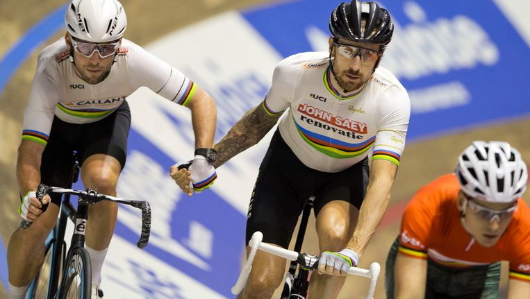 Mark Cavendish (links) naast Bradley Wiggins. Beeld AP