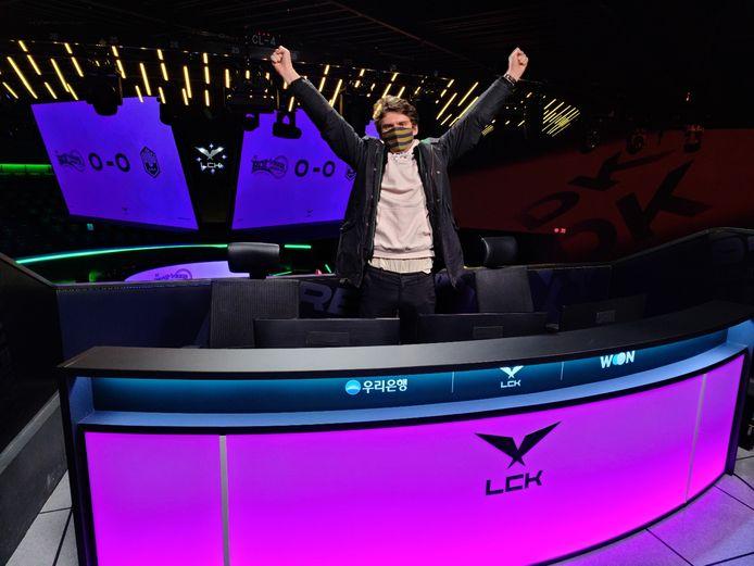 De Nederlandse Maurits is een van de commentatoren van de Zuid-Koreaanse League of Legends-competitie.