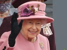 """La reine Elizabeth II accepte """"à contrecœur"""" de se reposer sur l'avis de ses médecins"""