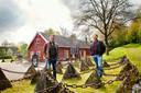 Horeca-ondernemer Rob Peek (rechts) werd samen met zijn broer Marco door zijn ouders al vroeg aan het werk gezet in de horeca.