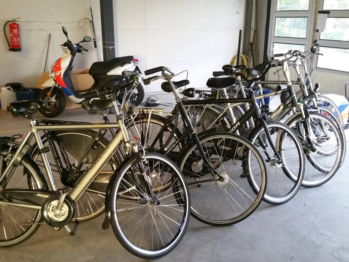 De fietsen werden gevonden in Made.
