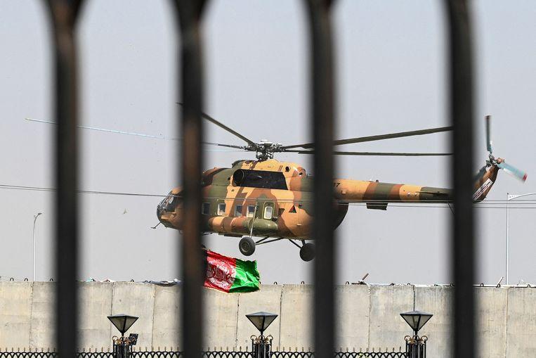 Helikopter van de Afghaanse luchtmacht in Kaboel. Beeld AFP