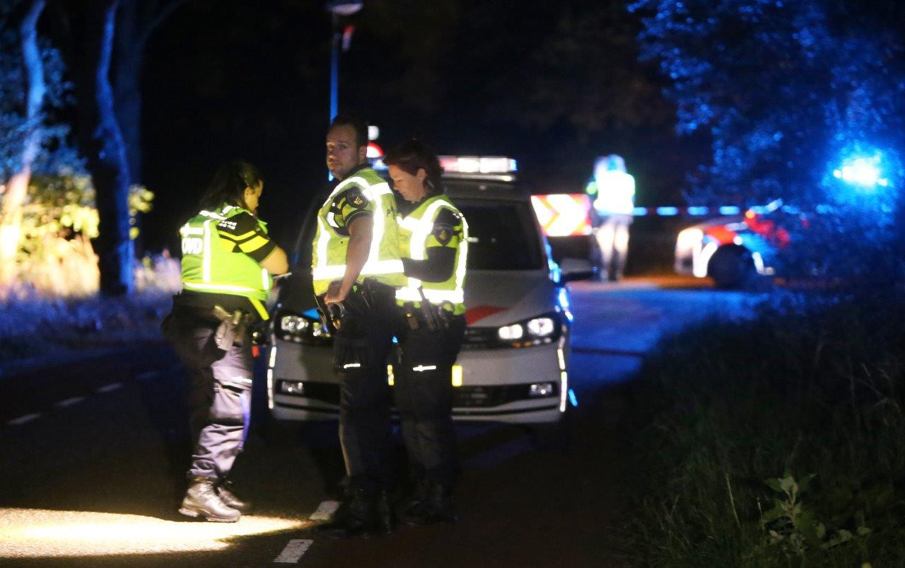 Meerdere hulpdiensten werden opgeroepen voor het ongeluk in Heeswijk-Dinther.