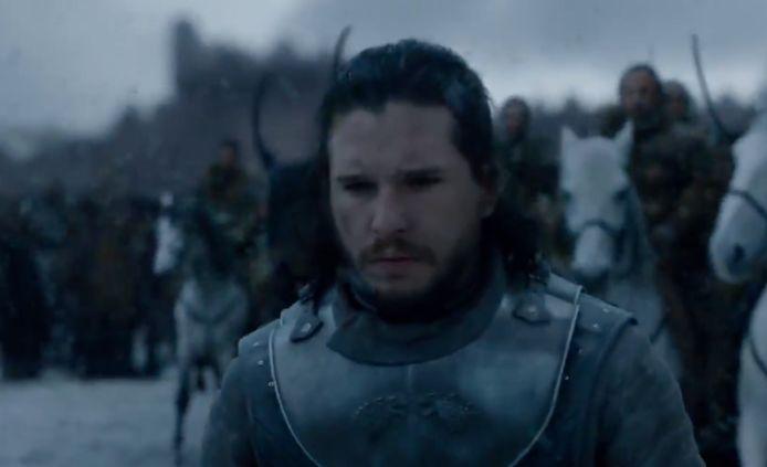 Jon trekt met lood in de schoenen naar Dany.