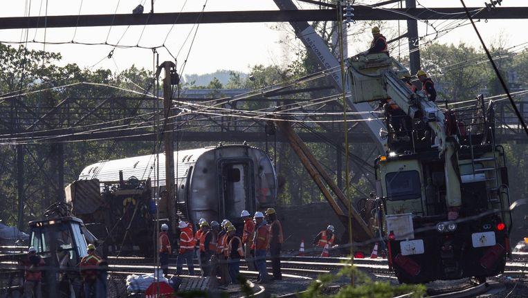 De ontspoorde Amrak-trein in Philadelphia. Beeld reuters