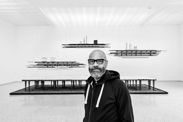 Remy Jungerman. In 1959 in Suriname geboren beeldend kunstenaar werkt vooral in Nederland. Hij schildert en maakt installaties. Beeld Aatjan Renders