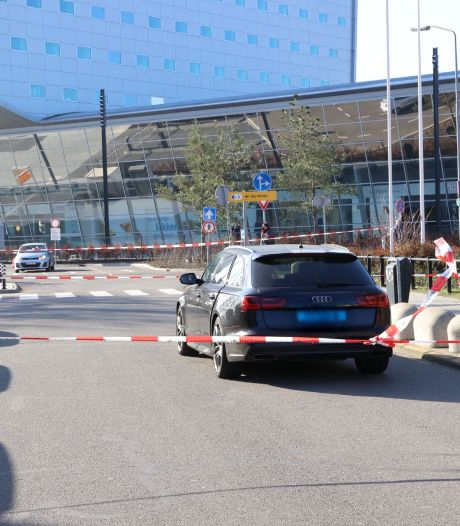 Taxichauffeur neergestoken bij Eindhoven Airport, man aangehouden