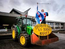 Teruglezen   Historische boerenprotestdag met ME in provinciehuis en brandende vlag