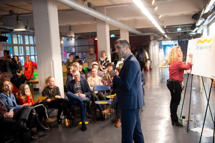 Staatssecretaris enApeldoorner Paul Blokhuis roept op om te focussen op talenten van mensen.