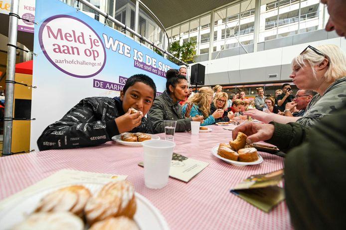 Vorig jaar werd een wedstrijd 'wie kan in vijf minuten de meeste marketentsters eten?' gehouden. Dit soort taferelen zullen er dit jaar niet zijn, maar centrumondernemers proberen er toch een feest van te maken.