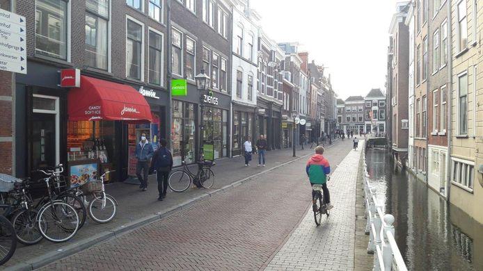 De Oude Langendijk, in het centrum van Delft, wordt als eerste aangepakt in het kader van het project De Rode Loper.