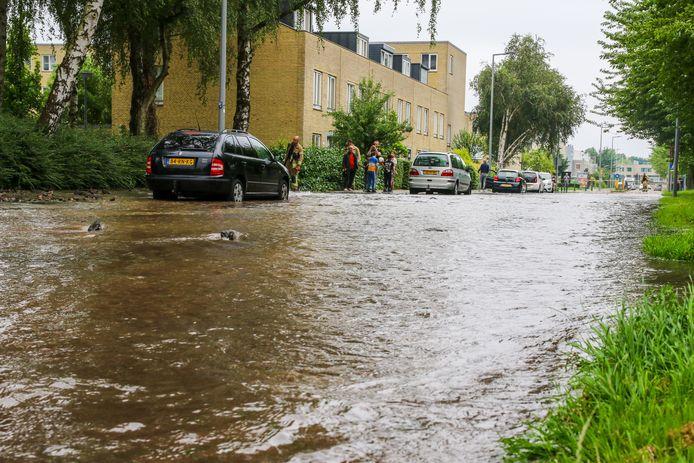 De Michelangelostraat, de Tattistraat en het Romanohof staan volledig onder water.