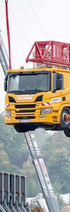 Splinternieuwe vrachtwagen bijna met brug en al opgeblazen in Duitsland
