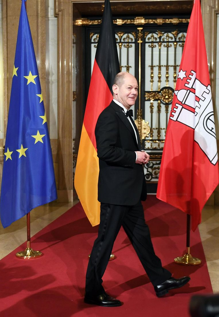De burgemeester Hamburg voorafgaand aan de jaarlijkse Matthiae-Mahlzeit in het Hamburger Rathaus. Beeld epa