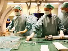 Plastisch chirurgen naar Ambon