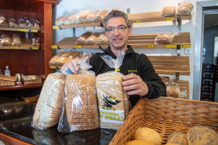 Grego de Kraai levert voortaan de broden aan voedselbank Manna. Hij volgt daarmee Bakkerij Slomp op, die 150.000 broden leverde.
