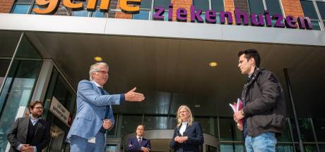 Vier burgemeesters met petitie bij Gelre Zutphen op de stoep: 'Behoud volwaardig ziekenhuis'