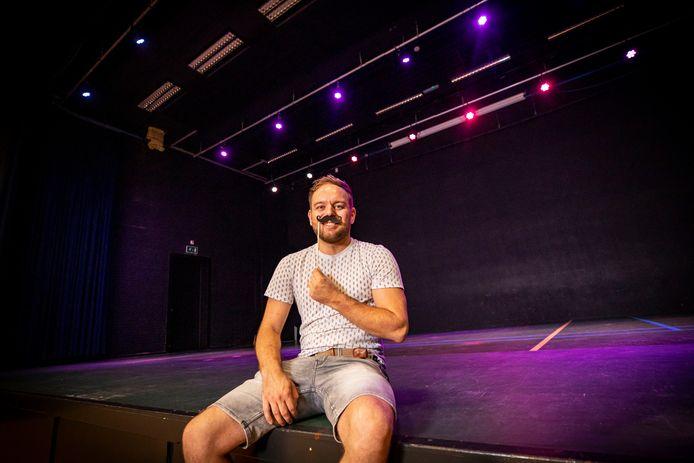 Koen Reijntjes organiseert een nieuw muziekfestival in Borculo, met Duitse foute muziek.
