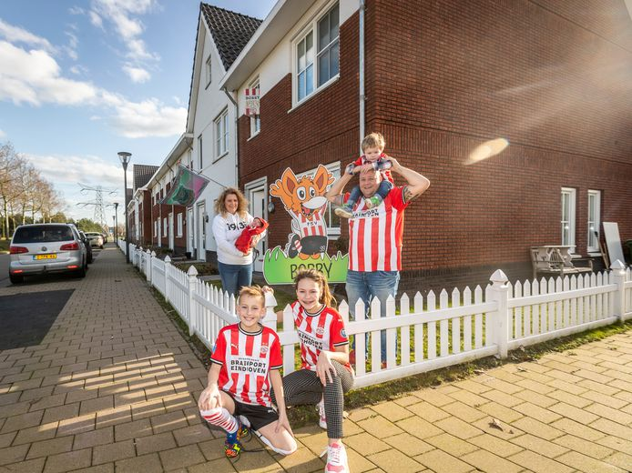 Het gezin Bayoumy is een echte PSV-familie. Ook pasgeboren zoon Bobby krijgt zijn eigen PSV-tenue en hij is nu al aangemeld bij de Phoxyclub.