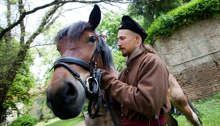 Lokale Hongaarse acteur die een soldaat in Miklos Zrínyi's leger naspeelt. Beeld Katalin Sandor