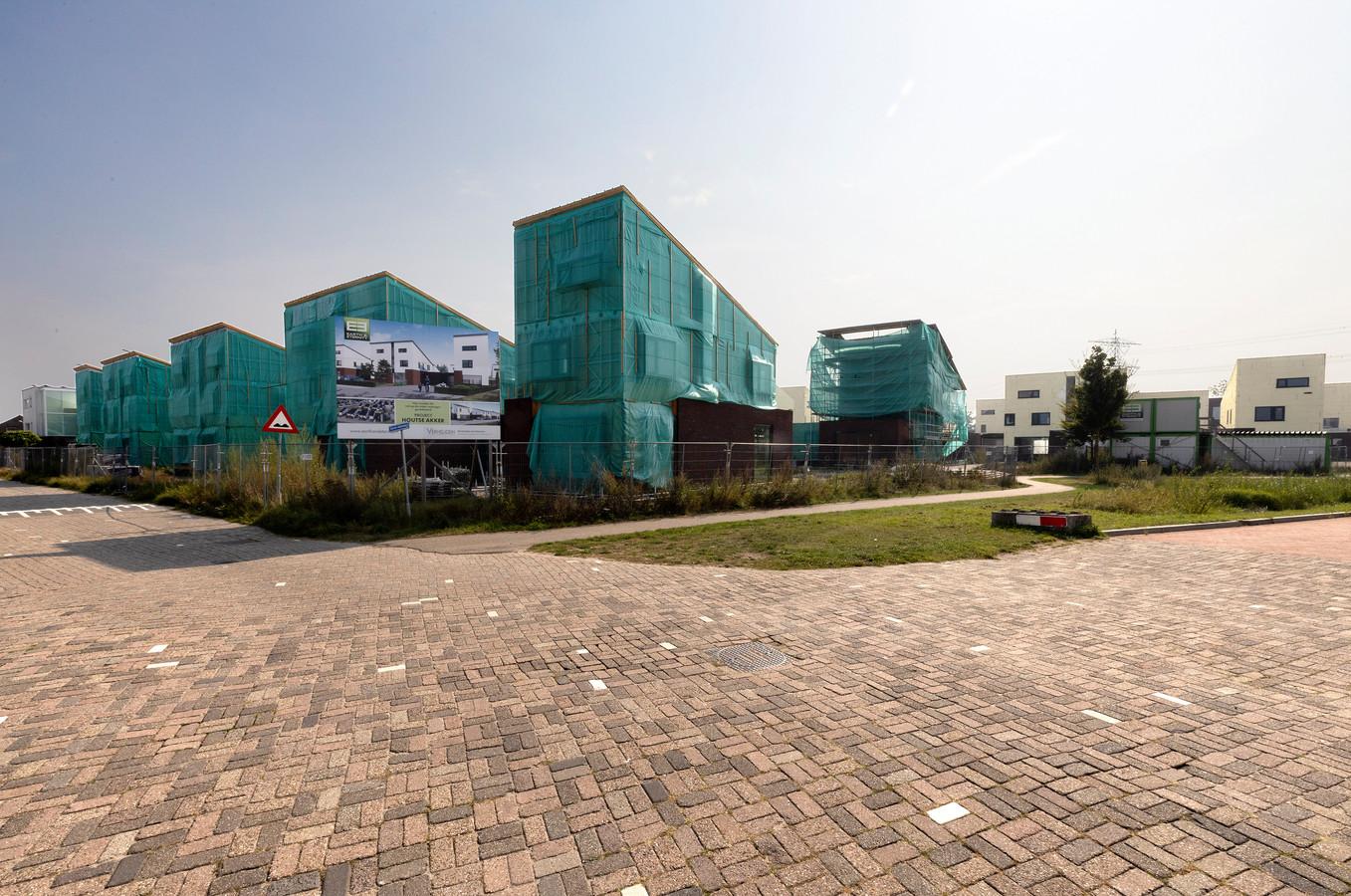 De niet-voltooide woningen in het project Houtse Akker in Helmond.