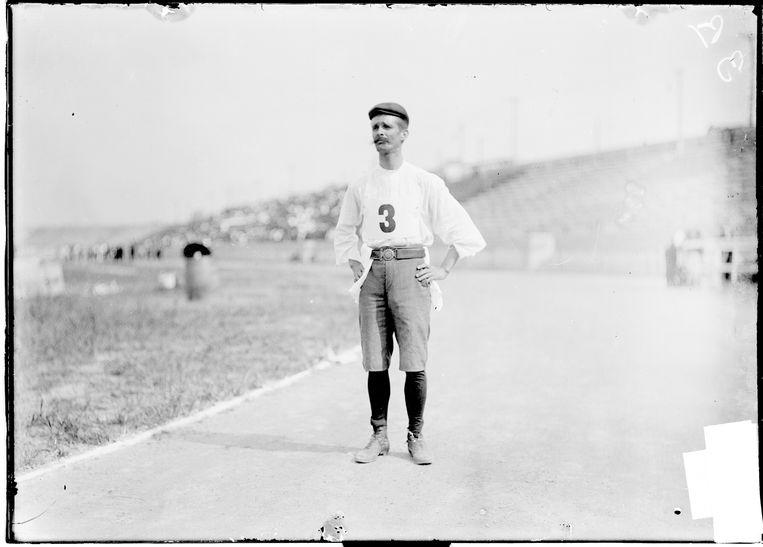 De Cubaan Andarín Carvajal moest te voet naar de Spelen van St-Louis 1904. Hij had onderweg in New Orleans zijn geld vergokt.  Beeld Getty Images