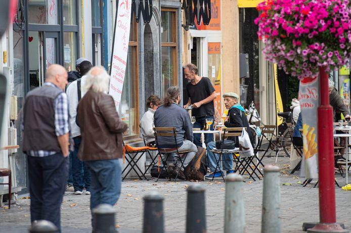 Op 8 mei heropenen (wellicht) de terrassen van de horeca. De stad past daarom de voorwaarden om een buitenterras op te stellen aan, waardoor álle Antwerpse horecazaken een aanvraag kunnen indienen - ook als ze niet over een vast terras met toelating beschikken.