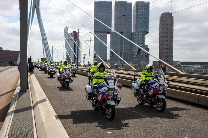 De politie neemt op dit moment afscheid van motoragent Arno (47).