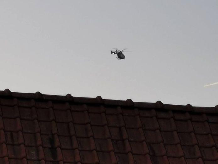 Zottegem: Een politiehelikopter speurde de omgeving af.