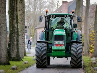 Jonge boeren vrezen voor toekomst en trekken met tractors door Vlaanderen