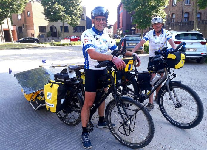 Kris Wuyts (vooraan) en zijn kompaan Dirk Huyghe staan klaar om de tocht aan te vatten