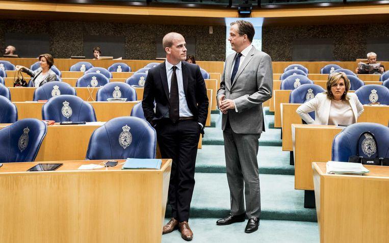 PvdA-leider Samsom in gesprek met D66-leider Pechtold. Beeld anp