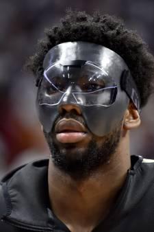 Basketballer krijgt boete voor trappen op gezichtsmasker