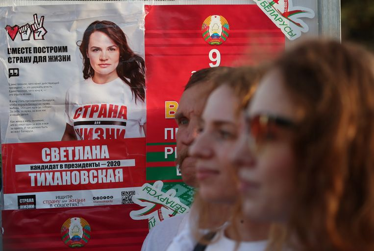 Svetlana Tichanovskaja (37) is de enige tegenkandidaat die toegelaten is tot de race. Beeld EPA