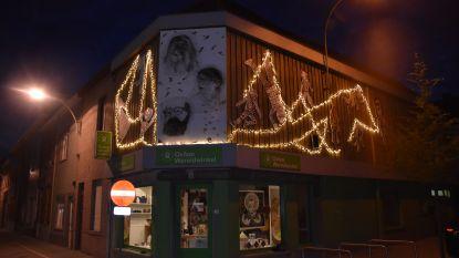 Familie Willems pakt gevel Wereldwinkel in