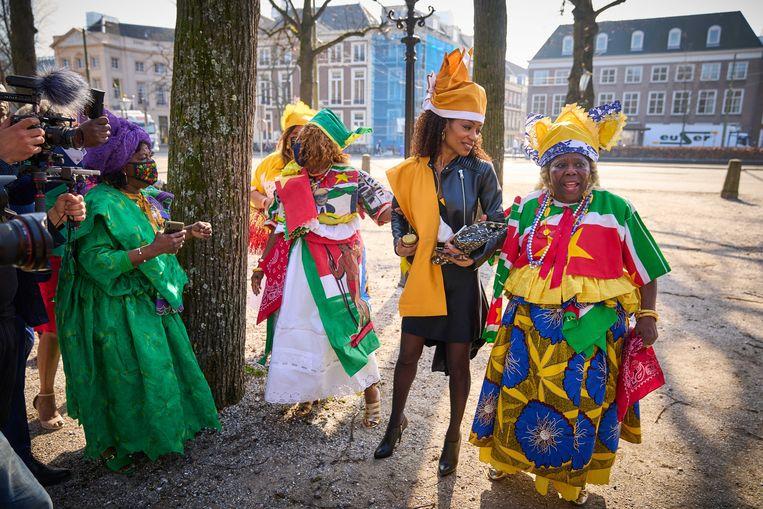 Sylvana Simons (Bij1) wordt feestelijk ontvangen op het Binnenhof. Beeld ANP