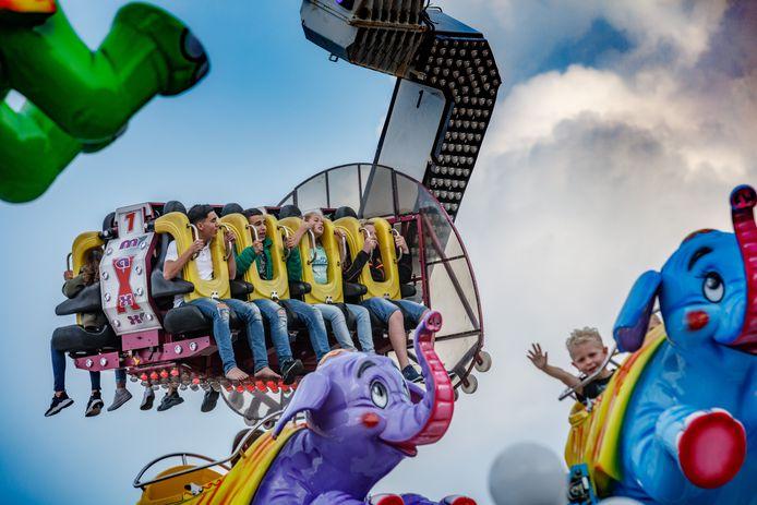 Drukte op de Roosendaalse kermis tijdens de editie van 2017.