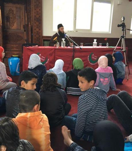 Moskee waar haatprediker op bezoek kwam hoeft niet dicht