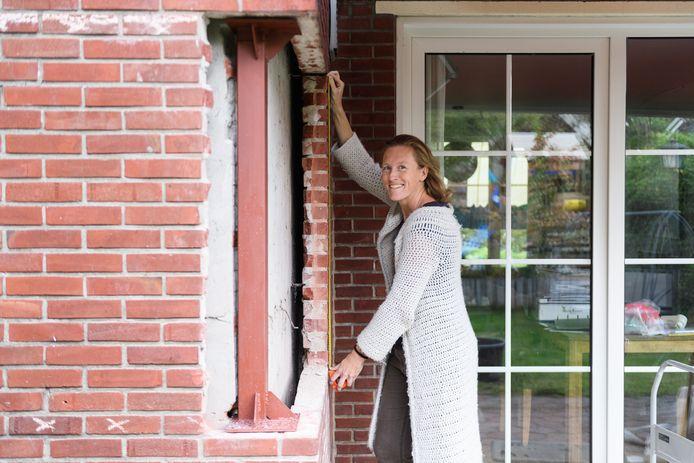 Marianne Hutten is op persoonlijke titel een isolatiecollectief begonnen en isoleert haar woning samen met haar buren. Op die manier kunnen zij aanspraak maken op een rijksregeling.